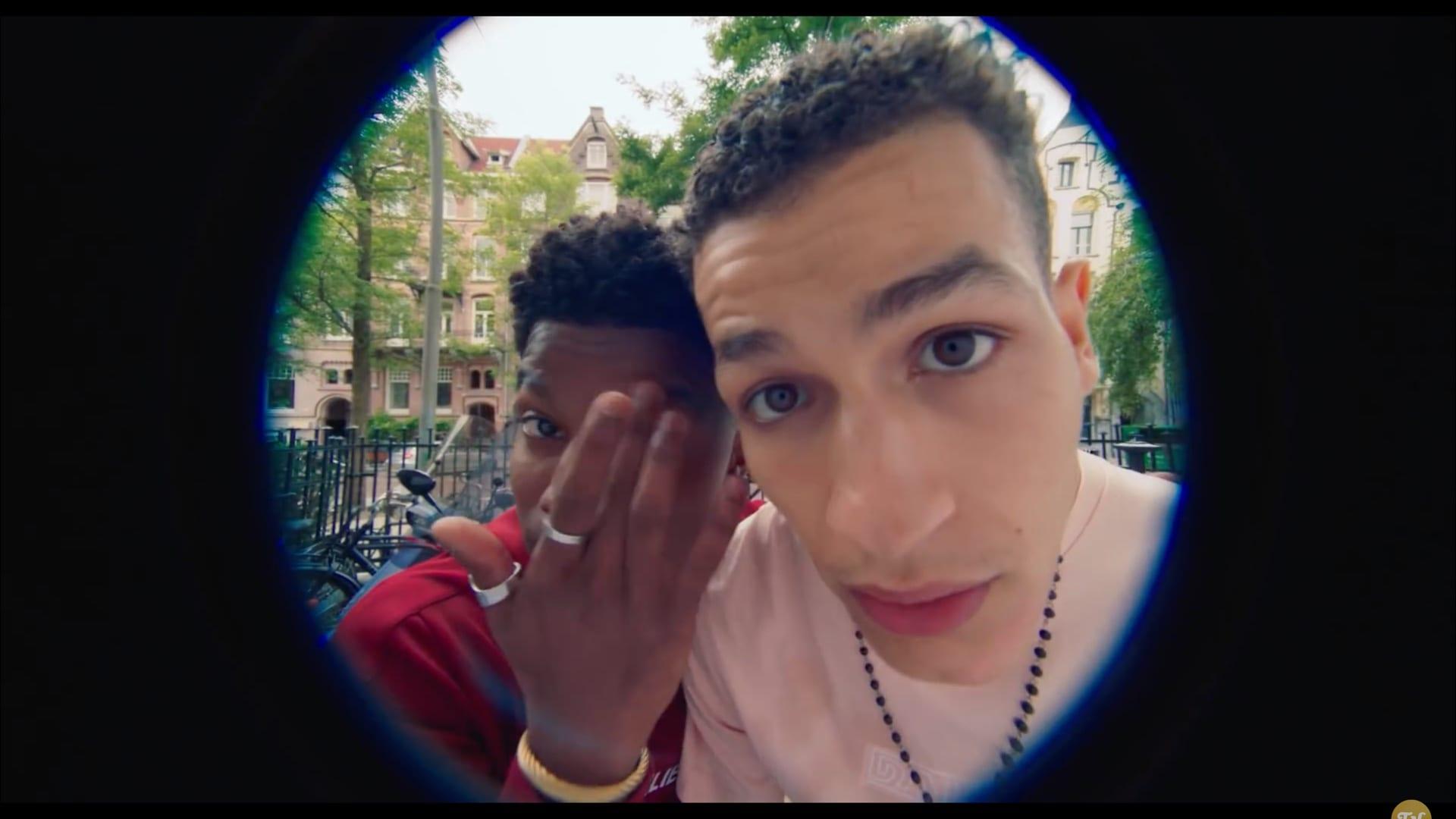 Gregg en Bilal voor je deur
